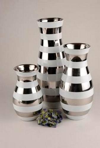 Vase hvit med striper i sølv L